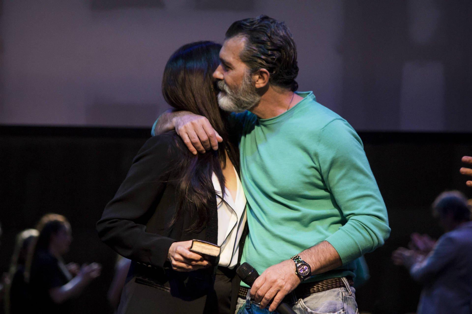 Marisa Zafra entrega llave teatro Antonio Banderas