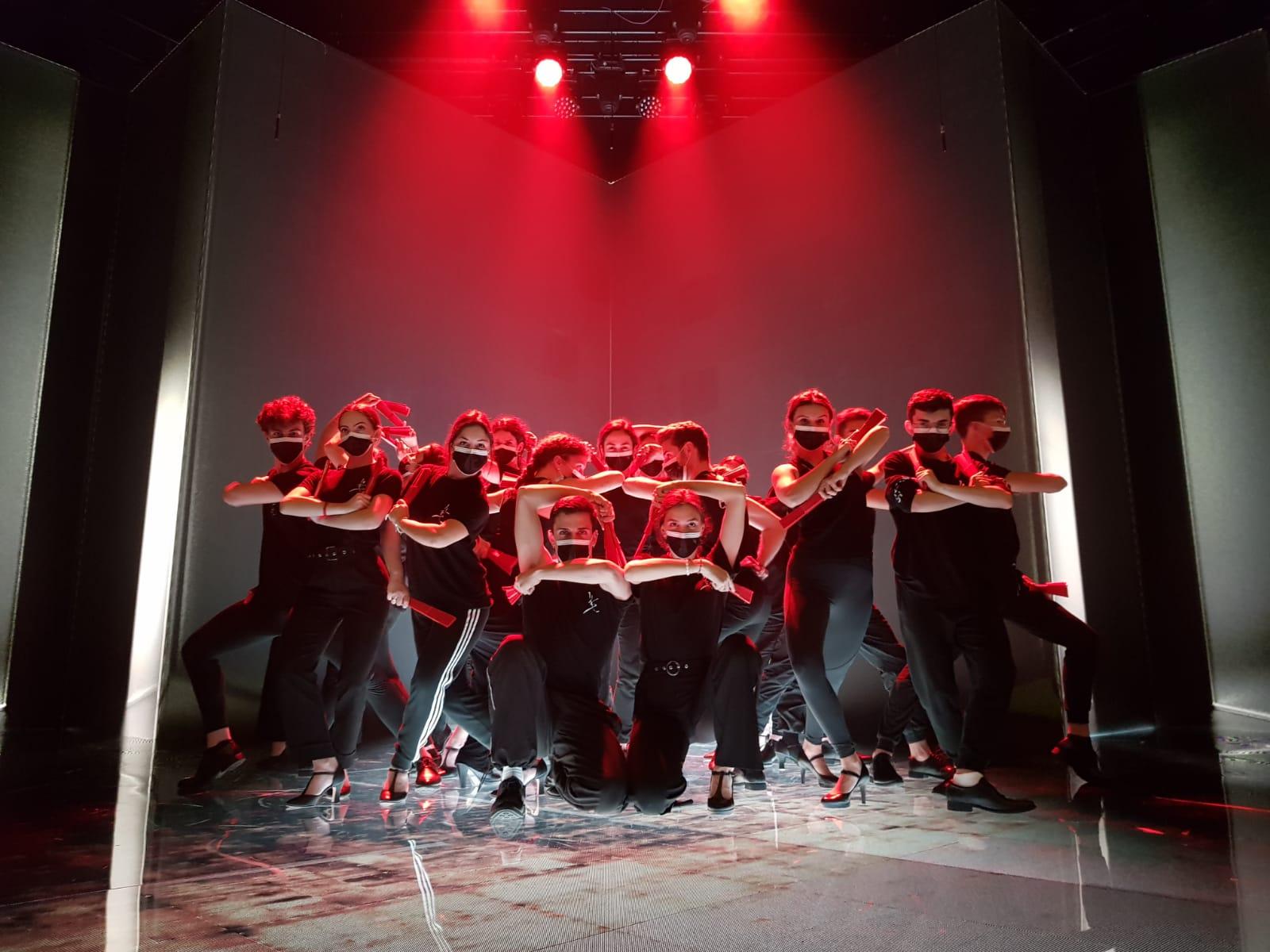 bailarines-premios-goyas-2021-abanicos